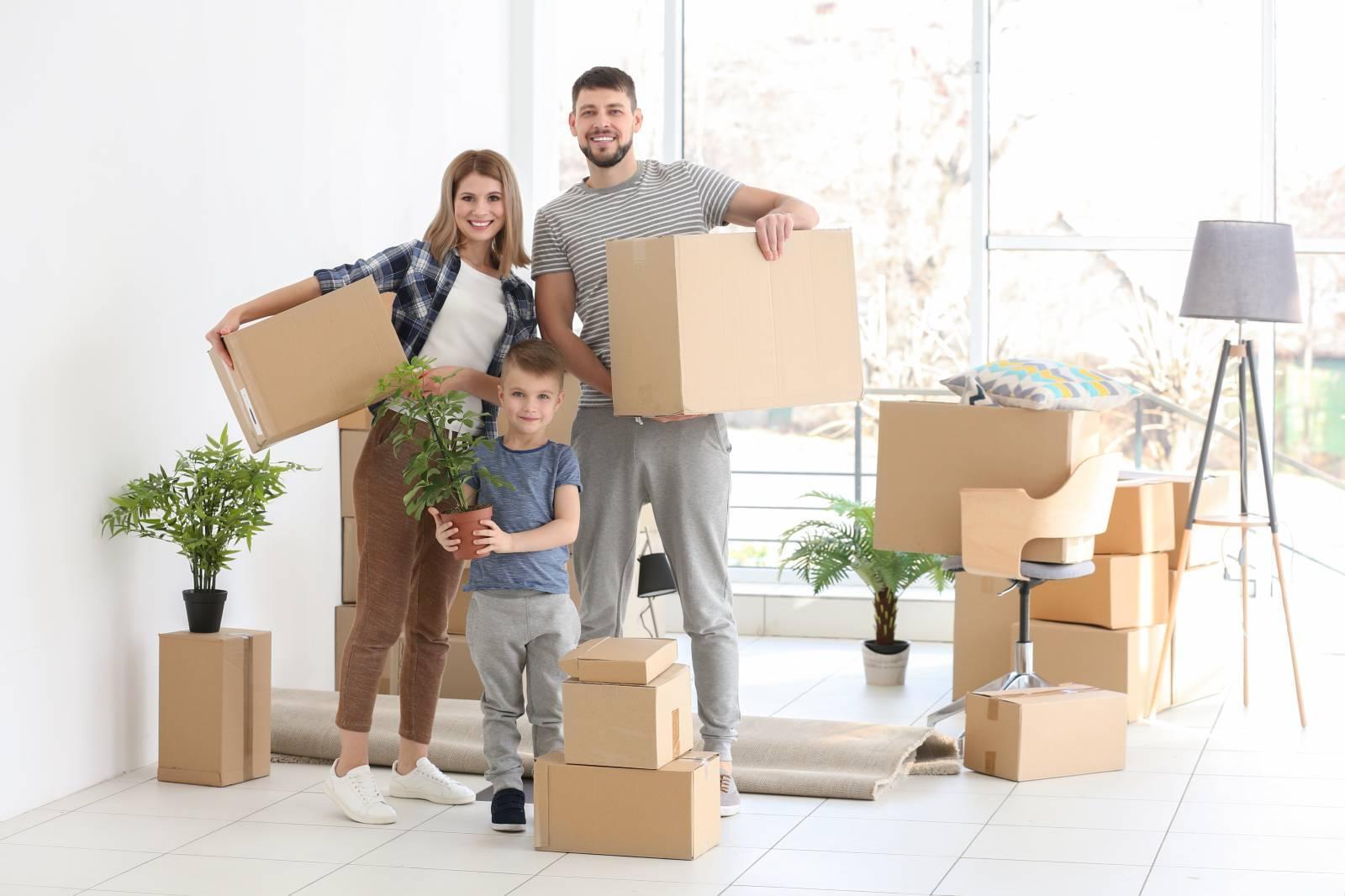 Что лучше? Переезжать самостоятельно или заказывать услуги грузоперевозки?