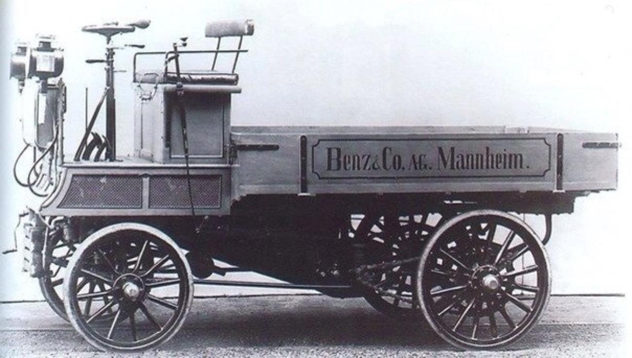 Первый в мире грузовой автомобиль